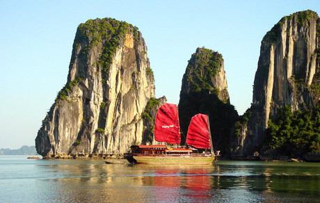Hanoi - Sapa – Ha Long - Hue - Hoi An - Saigon - Cu Chi – Mekong Delta